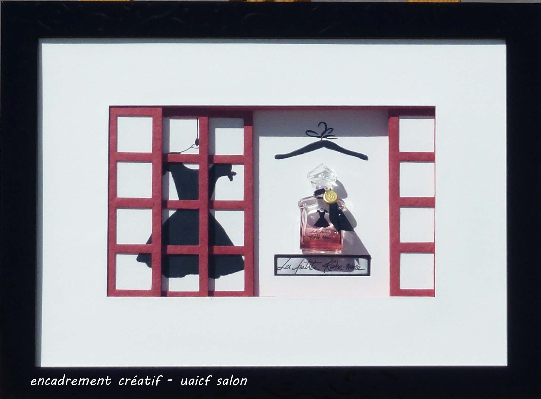 Parfum Petite robe noire  fenêtre